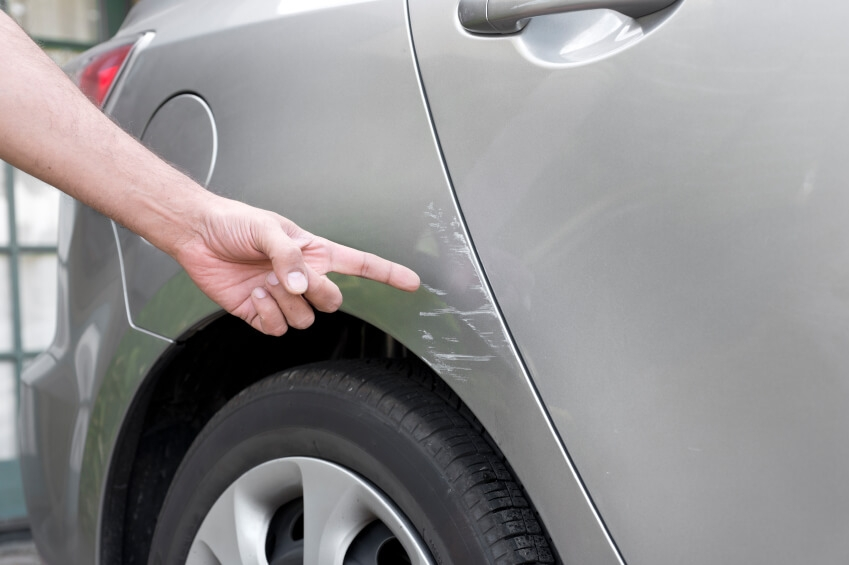 Чем удалить сколы и царапины на автомобиле своими руками 95